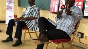 Achille Tapsoba, premier Vice President du CDP et Remis Dandjinou, Ministre de la communication et porte-parole du gouvernement ( de gauche à droite)