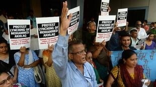Indian protestors shout slogans during a demonstration to condemn the lynching and murder of an Indian Muslim, in Mumbai on 6 October, 2015.