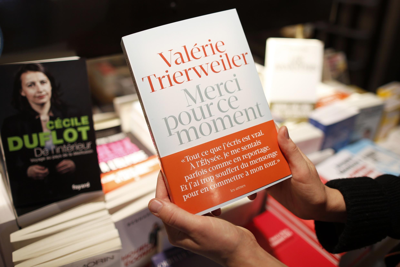 A antiga primeira-dama francesa, Valérie Trierweiler, escreveu um livro sobre os anos em que viveu com o Presidente François Hollande.