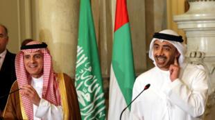 Ngoại trưởng Ả Rập Xê Út, Adel al Jubeir (T) và đồng nhiệm Tiểu Vương Quốc Ả Rập Thống Nhất Abdullah bin Zayed al Nahyan tại cuộc họp Cairo-Ai Cập ngày 05/07/2017.