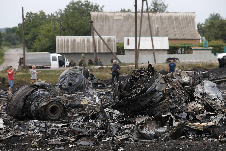 Imagens do Boeing da Malaysia Airlines que caiu nesta quinta-feira na Ucrânia.
