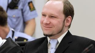 L'extrémiste de droite Anders Behring Breivik, le jeudi 21 juin 2012 à l'écoute du réquisitoire, à Oslo.