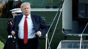 Tổng thống Mỹ Donald Trump trở lại Nhà Trắng trên chiếc Marine One, Washington, ngày 09/04/2017.
