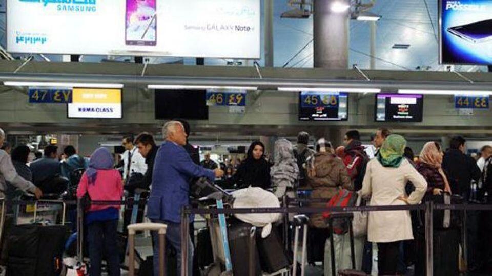 پلیس فرودگاههای ایران نسبت به برخورد با بدحجابی در فرودگاهها هشدار داد.