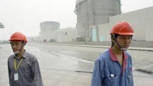 資料圖片:浙江秦山核電站外景。攝於2005年6月10日。
