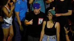 Le rappeur portoricain Residente le 24 juillet 2019, lors des manifestations à San Juan contre le gouverneur de Porto Rico, Ricardo Rossello.