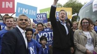 Waziri Mkuu wa Uingereza, David Cameron, akiambatana na Mkuu wa jiji la London Sadiq Khan, katika mji mkuu wa Uingereza, ili kutetea kubaki kwa Uingereza katika Umoja wa Ulaya.