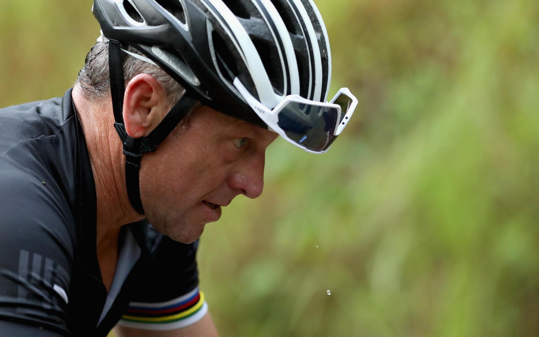 Lance Armstrong au Costa Rica en 2018 sur une course VTT.