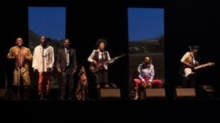 «Congo Jazz Band», l'histoire coloniale du Congo écrite par Mohamed Kacimi et mise en scène par Hassane Kouyaté, au festival francophone Les Zébrures d'Automne à Limoges.