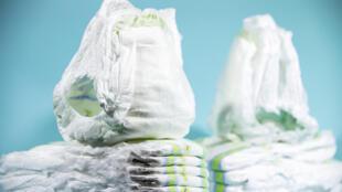 3 milliards de couches sont jetées chaque année en France, générant 750 000 tonnes de déchets.