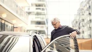 Pour les séniors, conserver sa voiture est vital.