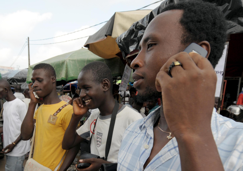 La majorité des abonnés à la téléphonie mobile ne dispose pas d'un téléphone compatible à la 4G et Gabon Telecom, leader dans ce secteur, a dû investir plusieurs millions de francs CFA pour subventionner l'achat de téléphones compatibles.