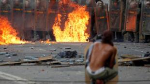 Столкновение военных и демонстрантов в Каракасе, 26 июля 2017 года.