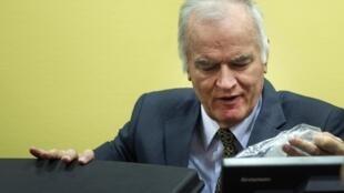 L'ancien chef militaire des Serbes de Bosnie, Ratko Mladic, au TPIY à La Haye, le 16 mai 2012.