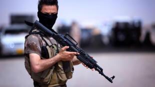 Un combatiente del Kurdistán autónomo en Aski Kalak, el pasado 13 de junio del 2014.
