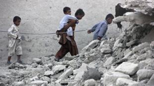 Cảnh đổ nát tại Awaran, miền Tây nam Pakistan, sau trận động đất ngày 24/09/2013.