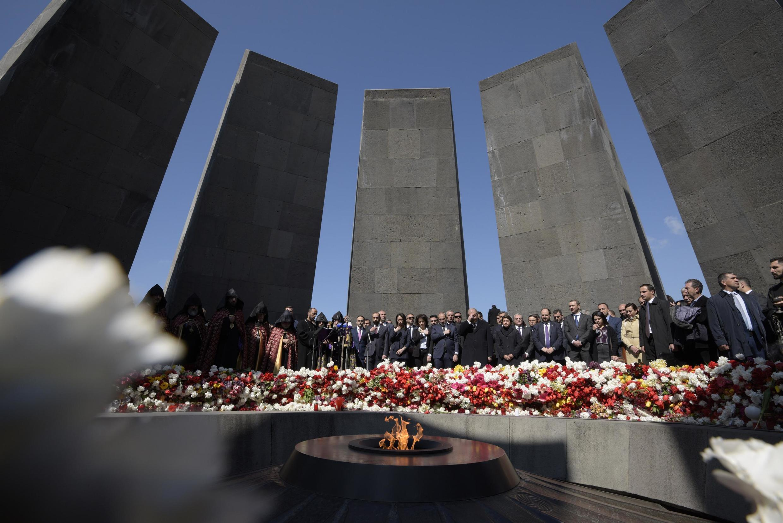 Акция памяти с участием премьер-министра Армении Никола Пашиняна в мемориальном комплексе в Ереване