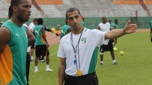 Didier Drogba et l'entraîneur des Eléphants Sabri Lamouchi à Abidjan, le 31 mai 2012.