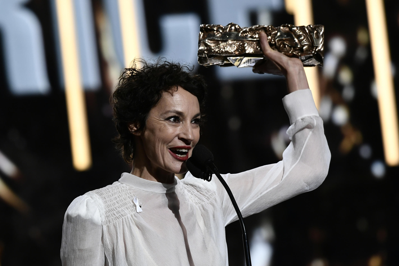 Жанн Балибар с призом лучшей актрисе за роль в «Барбаре»