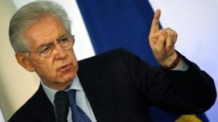Mario Monti durante a entrevista coletiva nesse domingo em Roma.