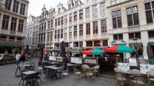 Una terraza de café en la Gran Plaza de Bruselas, el 7 de octubre de 2020.