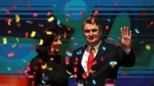 Zoran Milanović et sa femme célèbrent sa victoire à l'élection présidentielle croate, le 5 janvier 2020 à Zagreb.