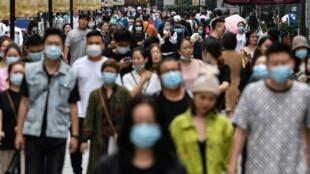 A vida praticamente voltou ao normal em Wuhan, na China, onde o novo coronavírus surgiu pela primeira vez em dezembro de 2019.