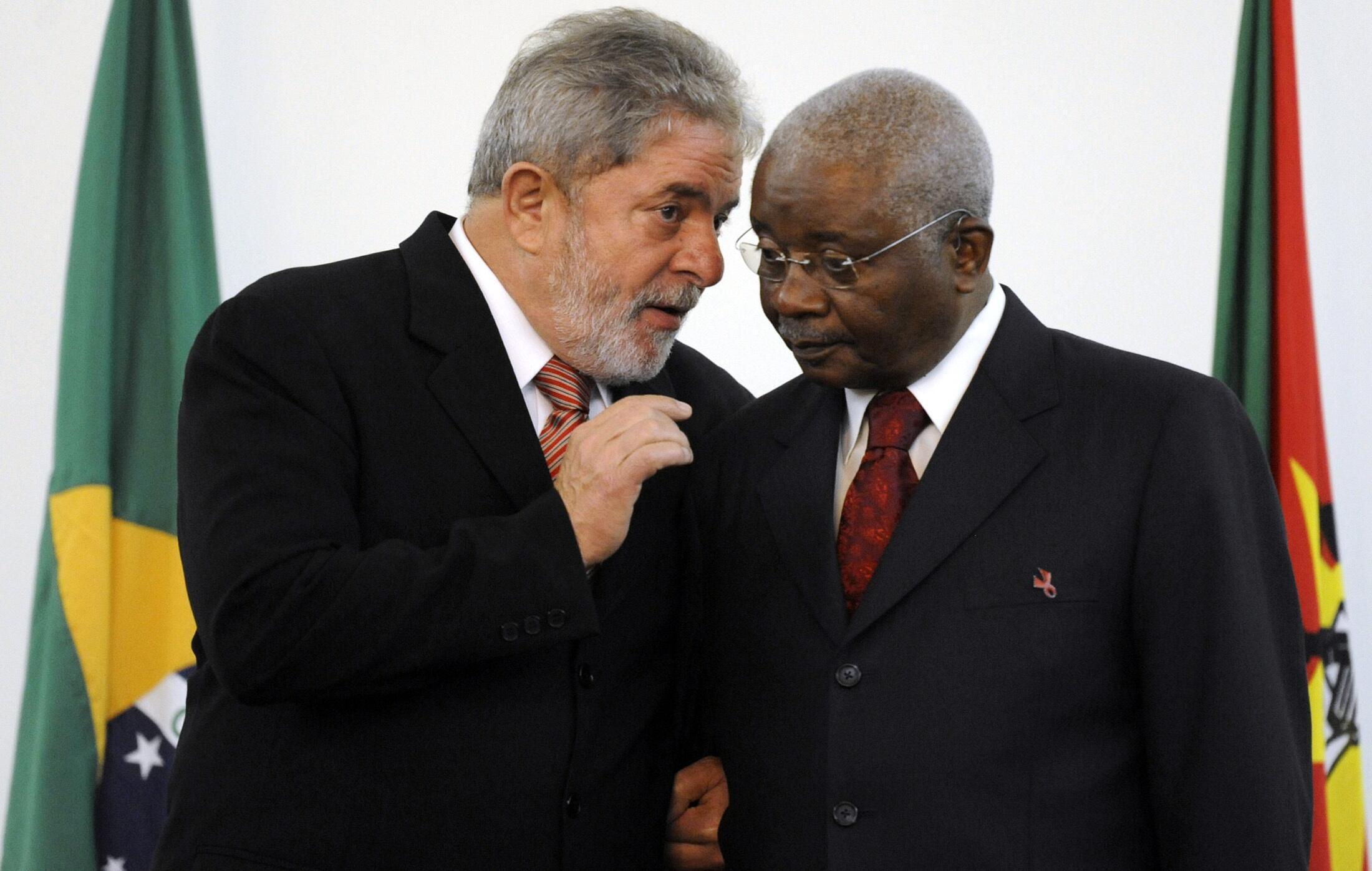 O Presidente Luiz Inácio Lula da Silva foi recebido pelo Presidente da República de Moçambique, Armando Emílio Guebuza na sua última visita oficial a Africa.