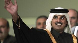 Новым эмиром Катара стал шейх Тамим после добровольного отрчечения отца 25 июня 2013.