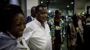 Le président sortant Denis Sassou Nguesso et son épouse Antoinette quittent mercredi soir le QG de campagne. Au terme d'un scrutin contesté, D. Sassou Nguesso a été déclaré réélu par la Céni avec 60% des voix.