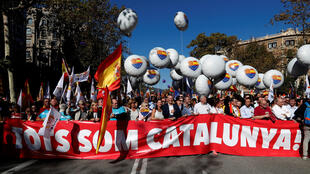 «Nous sommes tous la Catalogne!», slogan d'une manifestation monstre le 29 octobre 2017, à Barcelone, en faveur de l'unité de l'Espagne.