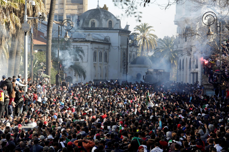 Argel, primero de marzo 2019: miles de manifestantes protestaron contra un quinto mandato de Buteflika en el centro de Argel, la capital de Argelia.