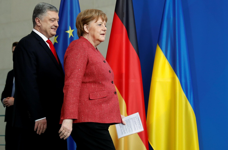 Ангела Меркель и Петр Порошенко перед пресс-конференцией в Берлине 12 апреля 2019