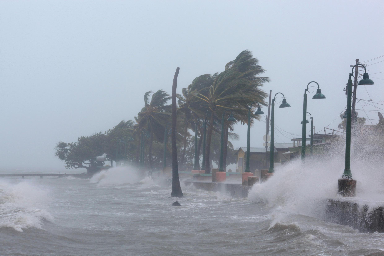 Puerto Rico frappé par des vagues dévastatrices, à l'approche de l'ouragan Irma, le 6 septembre 2017.