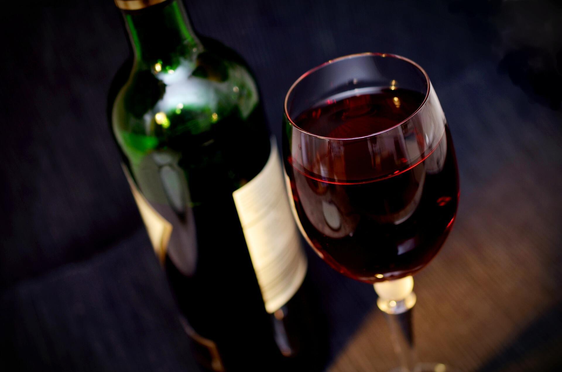 Le vin est bel et bien un alcool comme un autre, à consommer avec modération.