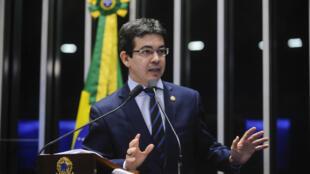 O senador Randolfe Rodrigues (Rede -AP) durante discurso no Senado brasileiro.