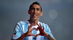 Le footballeur argentin Angel Di Maria rejoint l'équipe du Paris Saint-Germain.