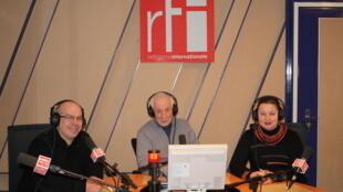 Алексей Лобов и Юлия Караулова в студии RFI, Париж, Дом радио, 15 февраля 2012 года