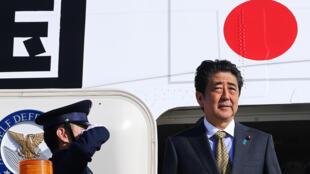 日本首相安倍晋三2018年5月24日乘飞机抵达俄罗斯圣彼得堡。
