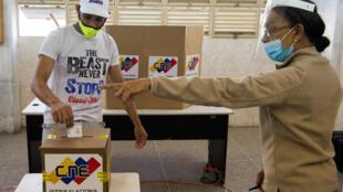 Vote lors des élections législatives du dimanche 6 décembre au Venezuela.