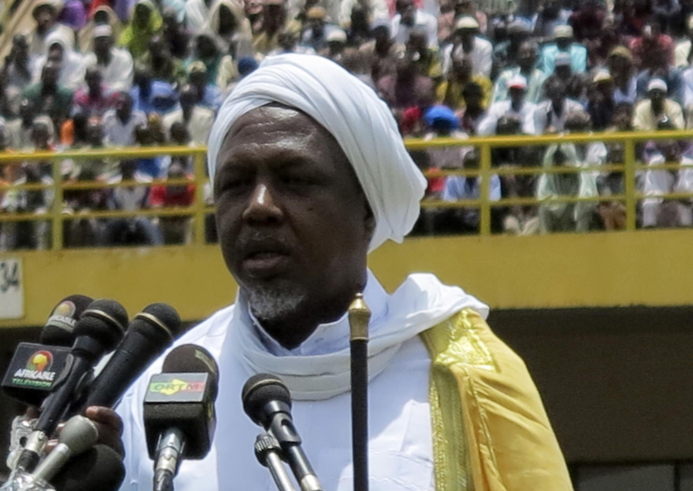 Mamoud Dicko, le président du Haut conseil islamique, au stade du 26-Mars, à Bamako, le 12 août 2012. Archive d'illustration.
