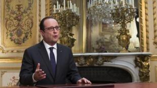 Le président François Hollande adressant ses vœux aux Français pour 2015. Paris, le 31 décembre 2014.