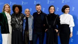 """Elenco do filme """"Todos os Mortos"""", que representa o Brasil na disputa pelo Urso de Ouro, principal prêmio da Berlinale."""