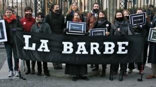 Le collectif La Barbe, qui dénonce «le monopole du pouvoir, du prestige et de l'argent par quelques milliers d'hommes blancs.»