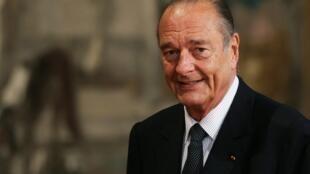 یک روز پس از مرگ ژاک شیراک رئیس جمهوری پیشین فرانسه، این کشور خود را برای ادای احترام به وی آماده می کند..