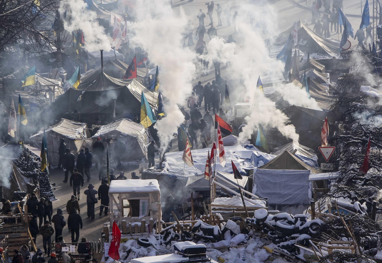 Manifestantes na Praça da Independência, em Kiev, 24 de janeiro de 2014.