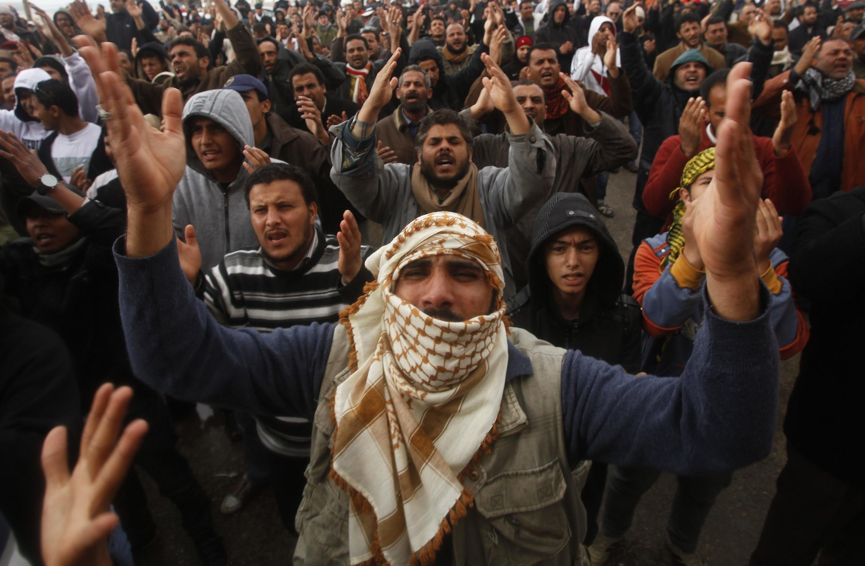 Opositores Kadafi en Bengasi, 24 de febrero de 2011.