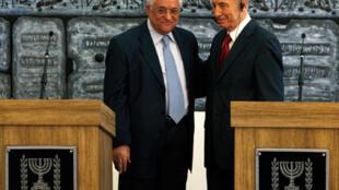 Mahmoud Abbas et Shimon Peres à Jérusalem, le 22 juillet.
