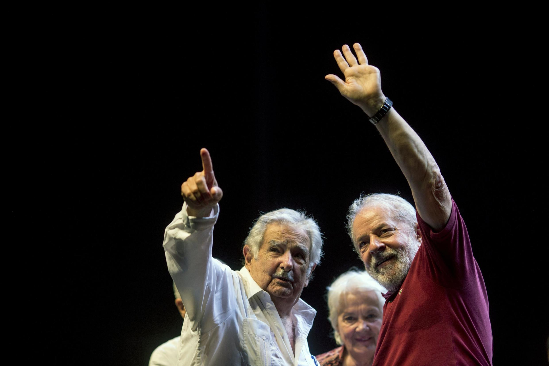 Les anciens présidents Lula et Jose «Pepe» Mujica lors de la célébration du 40e anniversaire du parti des travailleurs, au Brésil,le 8 février 2020.