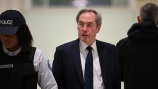L'ancien ministre français de l'Intérieur Claude Guéant est accusé de détournement de fonds publics.